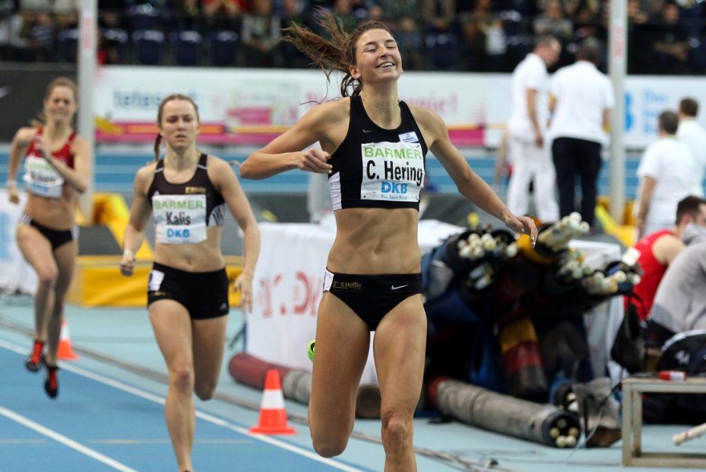 Christina Hering und Mareen Kalis von der LG Stadtwerke München mit Doppelsieg über 800 Meter bei der Hallen-DM in Leipzig 2017.
