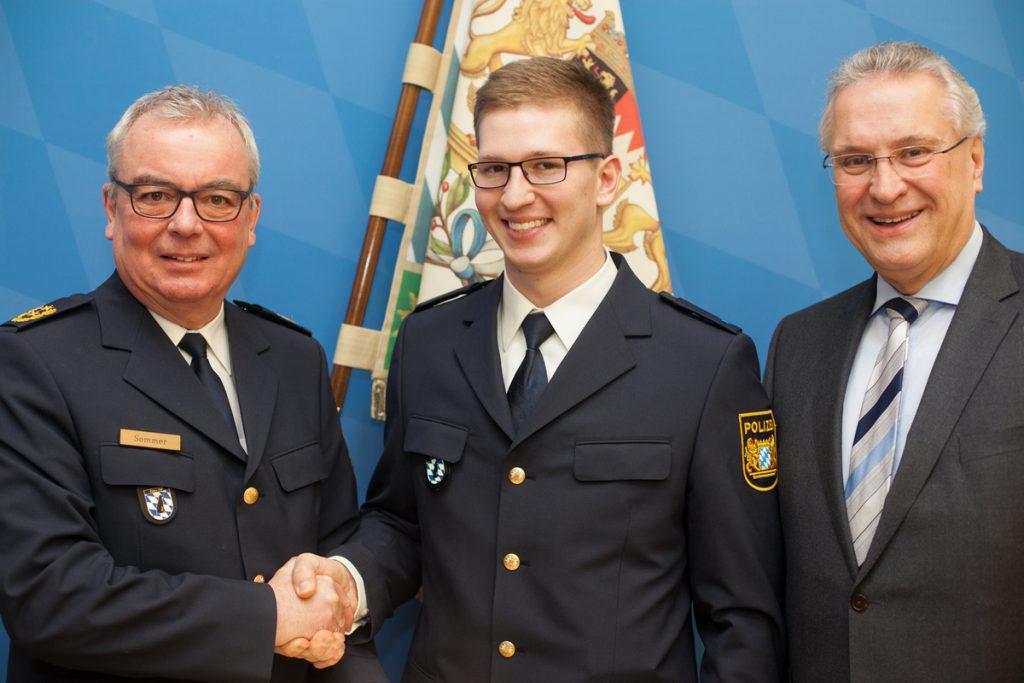 Simon Lang von der LG Stadtwerke München zum Polizeimeister berufen