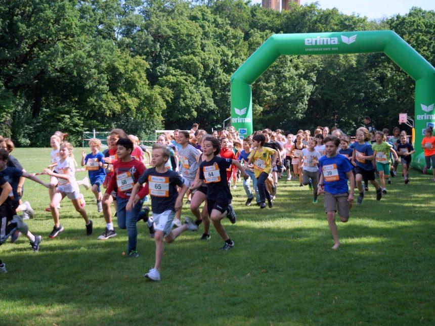 Teilnehmerrekord beim 8. Hindernis-XCROSS der Münchner Schulen