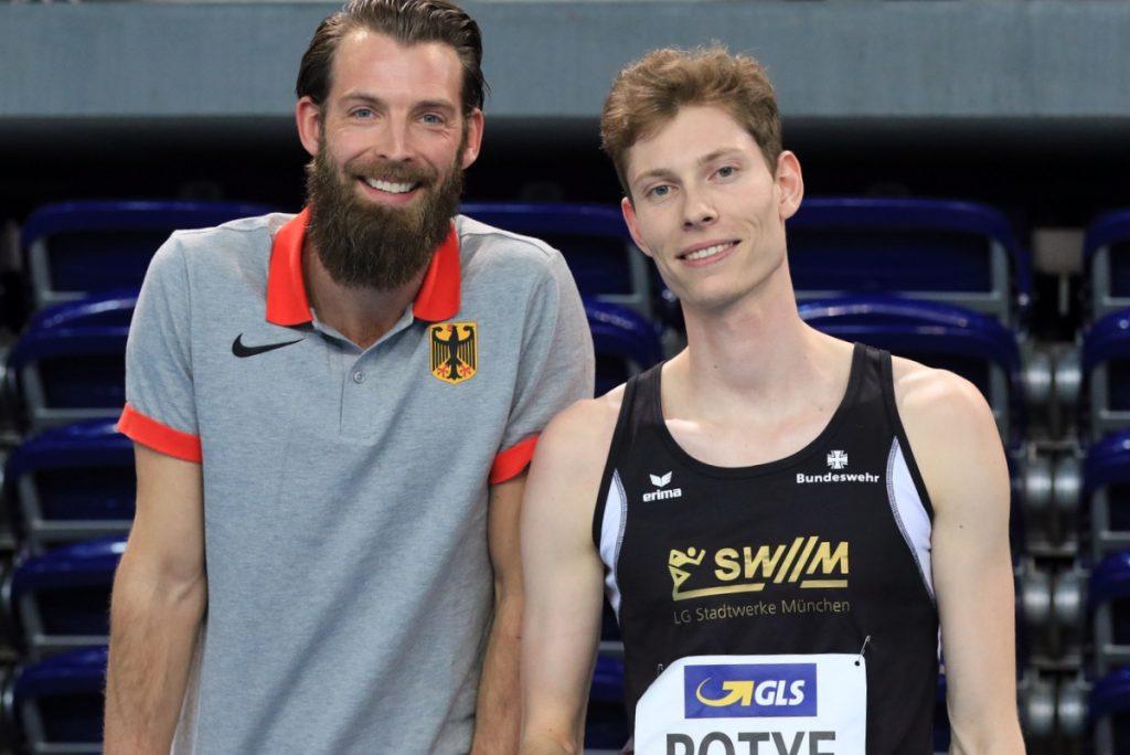 Tobias Potye von der LG Stadtwerke München mit Trainer Sebastian Kneifel